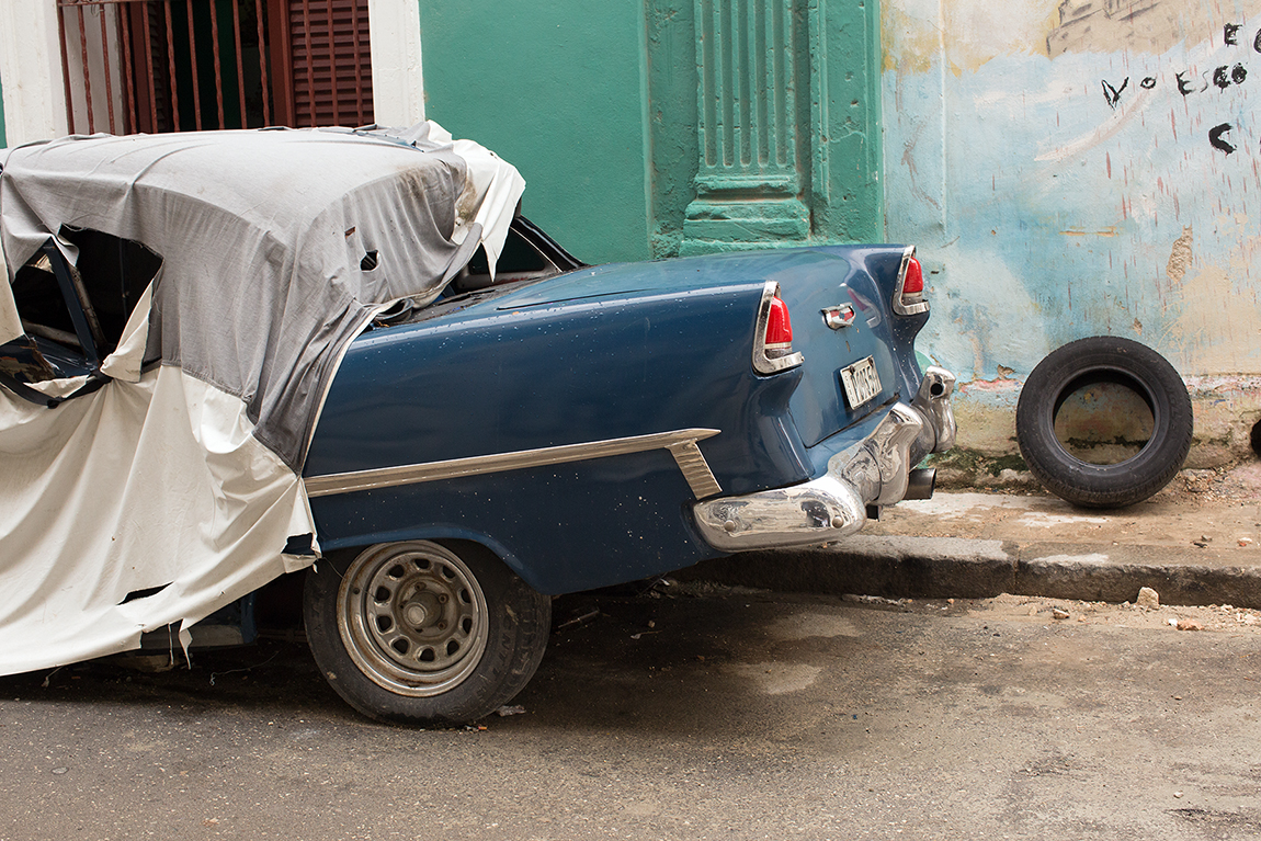 Habana, Havana, Havana vieja, Habana Vieja, retro car, Chevrolet, Chevy, broke down, Cuba, 50's, spare tire, Michael Ast