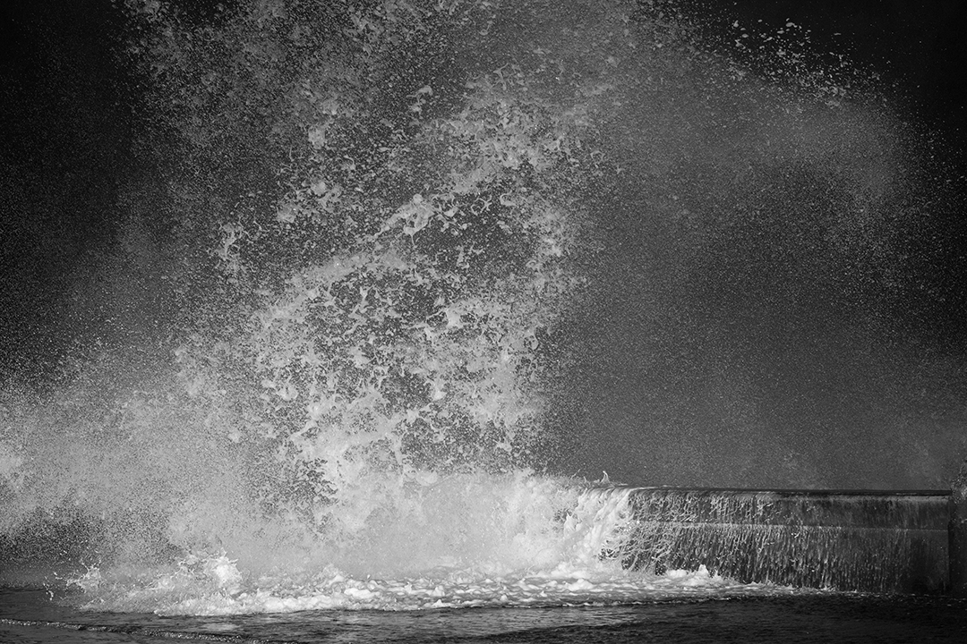Seawall, Havana, La Habana, Vedado, Malecon, Malecón, Cuba, Gulf of Mexico, wave crashing, wave, waves, spray, strong winds, weather, thriving